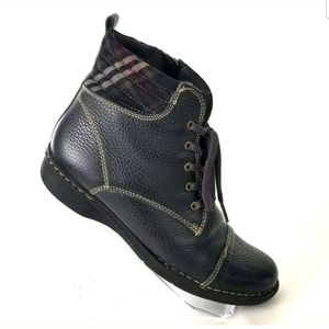 CLARKS NAVY BLUE SIDE ZIP BOOTIE FALL WINTER LACE